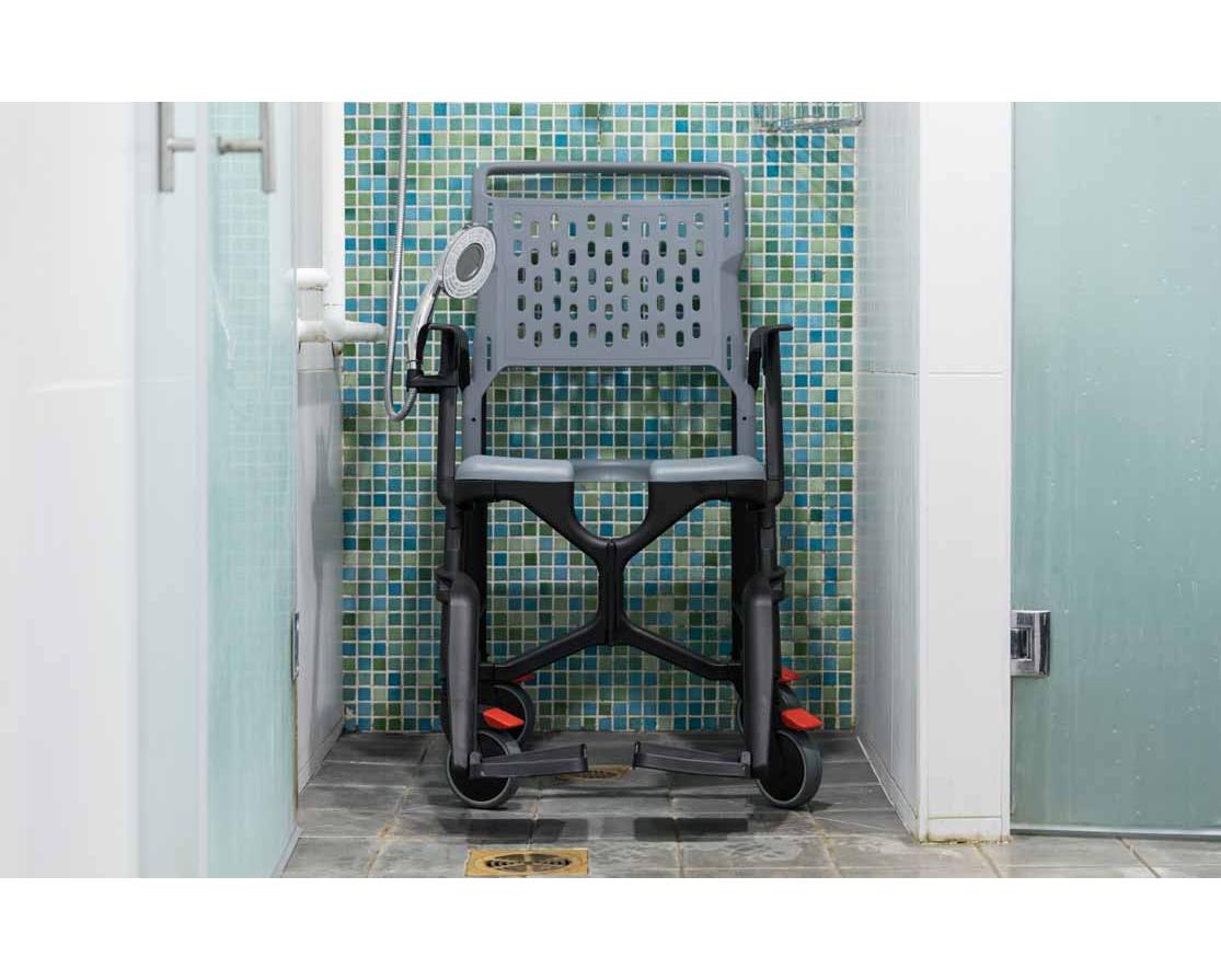 Fauteuil innovant BathMobile pour personnes handicapés